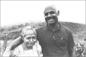 Clem Leahy, którego ojciec nigdy nie uznał. Jego matka - na zdjęciu - została przez plemię podarowana białym ludziom i była przerażona, myślała, że ją zjedzą...