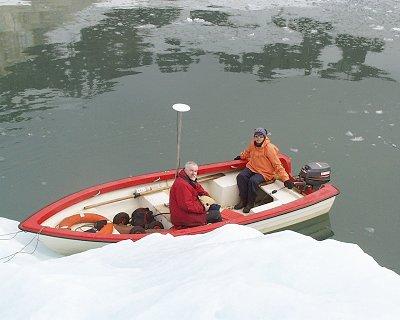 Pomiar zasięgu lodowców uchodzących do morza z łodzi
